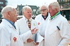 Le jury au marché de fromage à Alkmaar Image stock