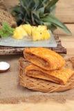 Le jus d'ananas et l'ananas frais avec du pain ont fait cuire au four avec le pineap Photos libres de droits