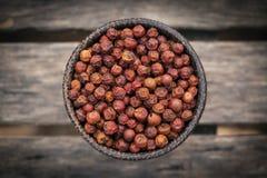 Le kampot organique a séché des grains de poivron rouge au Cambodge images libres de droits