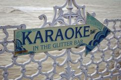 Le karaoke se connectent le pilier de Brighton images stock