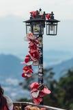 Le keychain coloré holded sur la lampe de courrier s'appelle le ` de colline de Penang de serrure d'amour de ` de la colline de P Photo stock