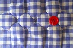 Le kit de couture, bobines des ciseaux de fil, tailleur de dé boutonne des aiguilles et des goupilles Image libre de droits