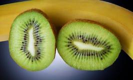 Le kiwi et la banane Photographie stock libre de droits