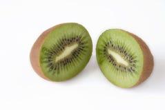 Le kiwi frais a découpé en tranches Photo stock