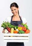 Le kocken med ny lokal organisk jordbruksprodukter Fotografering för Bildbyråer