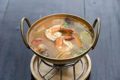 Le kung ou le Tom d'igname de Tom yum, igname de Tom est une soupe claire ?pic?e typique en Tha?lande nourriture populaire en Tha photos libres de droits