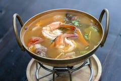 Le kung ou le Tom d'igname de Tom yum, igname de Tom est une soupe claire ?pic?e typique en Tha?lande nourriture populaire en Tha image stock