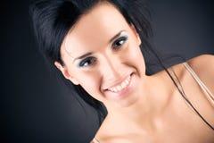 le kvinna för brunettstående arkivfoto