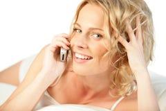 le kvinna för mobil telefon Fotografering för Bildbyråer