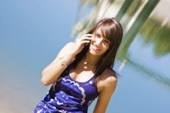 le kvinna för telefon royaltyfri foto