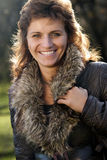 le kvinna för utomhus- stående Royaltyfri Foto