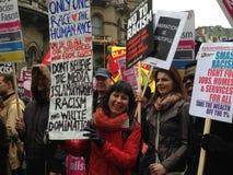 Le kvinnan på demonstrationen royaltyfria foton