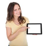 Le kvinnan som rymmer den digitala minnestavlan Royaltyfria Foton