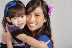 le kvinnor för dotterlyckamoder Royaltyfria Bilder