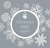 Le label de vintage en vente de Noël avec le papier a coupé des flocons de neige Image stock