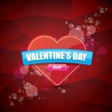 Le label ou l'autocollant de vente de forme de coeur de jour de valentines sur le fond rouge abstrait avec la tache floue s'allum Images stock