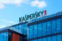 Le laboratoire de Kaspersky de signe sur le bâtiment du central téléphonique de Image libre de droits