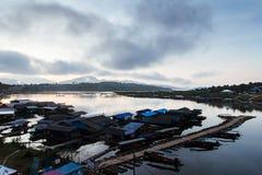 Le lac au brouillard de matin Images libres de droits