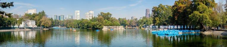 Le lac au parc de Chapultepec à Mexico photographie stock libre de droits