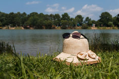 Le lac dans un jour ensoleillé Photographie stock libre de droits