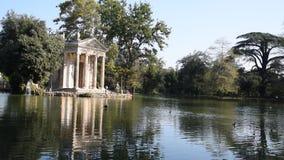 Le lac de la villa Borghese, le temple d'Aesculapius