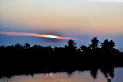 Le lac et le soleil de soirée Photos libres de droits