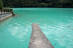 Le lac frais et clair de Barcis photo libre de droits