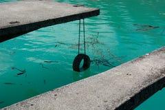 Le lac frais et clair de Barcis photographie stock