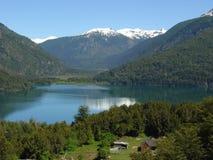 Le lac futalaufquen Photographie stock libre de droits