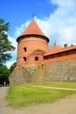 Le lac Galves, vieilles briques rouges de Trakai se retranchent la vue Photo libre de droits