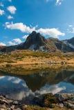 Le lac jumeau - le plus grand dans la région des sept lacs Rila Images libres de droits