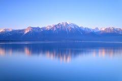 Le Lac Léman de Montreux au lever de soleil Images stock