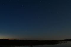Le lac la nuit Photographie stock
