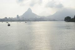 Le lac Lagoa est le centre de loisirs pour des Brésiliens et des touristes Image stock