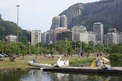 Le lac Lagoa est le centre de loisirs pour des Brésiliens et des touristes Photos stock