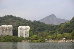 Le lac Lagoa est le centre de loisirs pour des Brésiliens et des touristes Image libre de droits