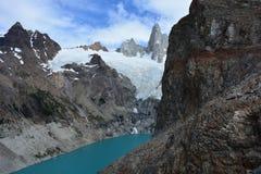Le lac laguna Sucia et Fitz Roy font une pointe en parc national de visibilité directe Glaciares, EL Chaltén, Argentine Photo stock