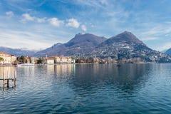 Le lac Lugano dans la ville de Lugano, Suisse photo stock