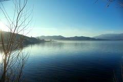 Le lac Lugu de matin de la Chine Yunnan Image stock