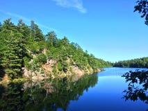 Le lac Ontario rose vous dites l'été du bout des lèvres de l'eau Photos libres de droits