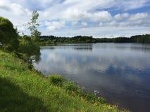 Le lac sous le ciel Photo libre de droits