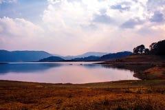 Le lac Umiam que c'est un lac synthétique est situé dans les collines 15 k Photo libre de droits