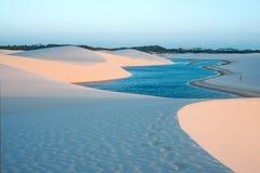 Le lagune nel deserto di Lencois Maranhenses parcheggiano, il Brasile Fotografia Stock Libera da Diritti