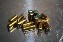 Le laiton vert aveuglent aveuglément des hub de munitions Photo stock