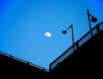 Le lampade di via nella notte della luna Fotografia Stock Libera da Diritti