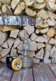 Le lampade sono su un fondo di legna da ardere Fotografie Stock
