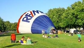 Le lancement traditionnel du ballon à air chaud Photographie stock libre de droits