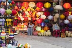 Le lanterne comperano in Hoi An, Vietnam, Asia Fotografia Stock Libera da Diritti