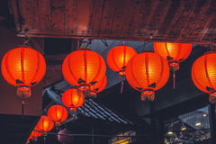 Le lanterne rosse il giorno piovoso fotografie stock