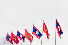 Le Laos et les drapeaux communistes Image stock